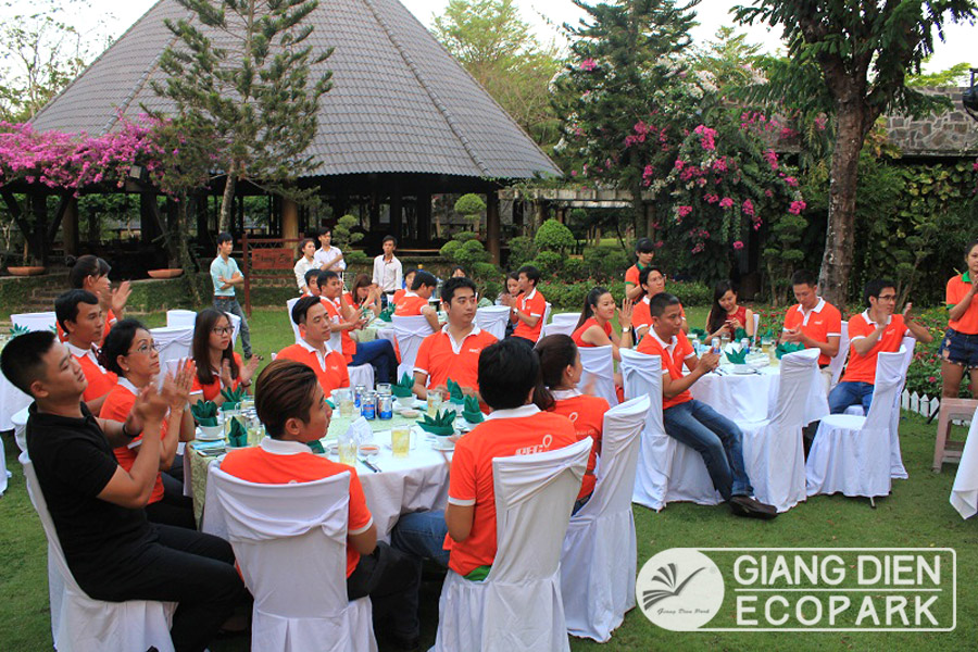 Giang Dien park - Outdoor party